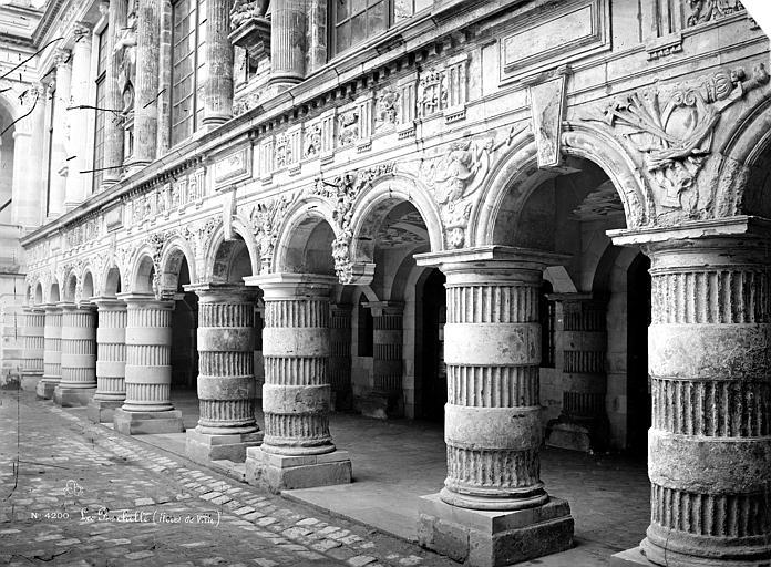 Hôtel de Ville Cour intérieure : Galerie d'arcades du rez-de-chaussée, Mieusement, Médéric (photographe),