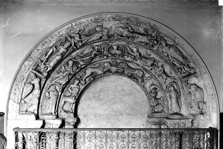 Abbaye Saint-Aubin (ancienne) Cloitre : arcatures de la porte de la salle du Conseil, Carlier (photographe),