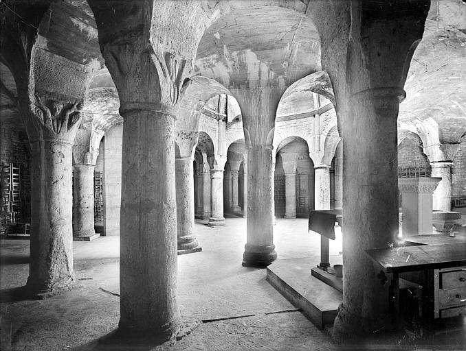 Cathédrale Saint-Bénigne Crypte Saint-Bénigne : vue d'ensemble vers le nord-ouest, Heuzé, Henri (photographe),