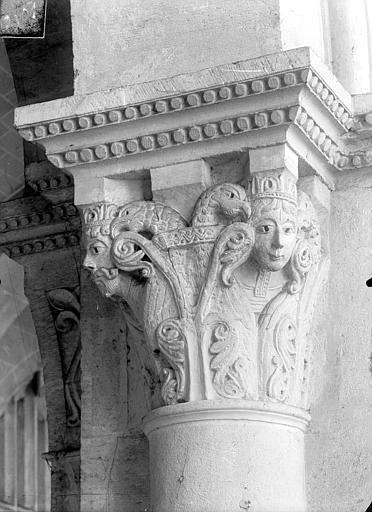 Cathédrale Saint-Vincent (ancienne) Chapiteau de la nef : Personnages et aigles, Heuzé, Henri (photographe),