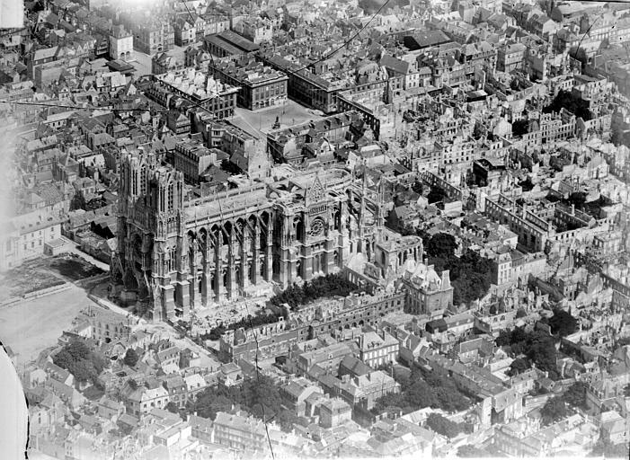 Cathédrale Quartier de la cathédrale, côté sud-ouest : vue aérienne, Goubeau (photographe),