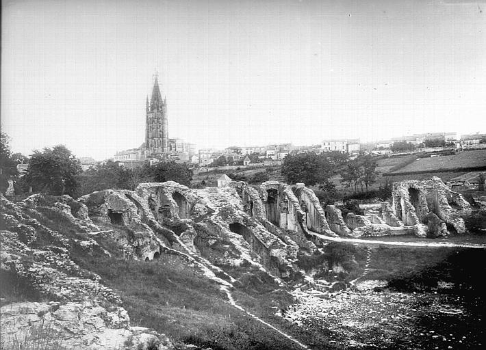 Amphithéâtre gallo-romain (restes) , Heuzé, Henri (photographe),
