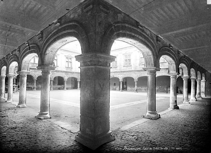 Hôtel de Ville Angle de galeries : vue prise vers la cour, Mieusement, Médéric (photographe),