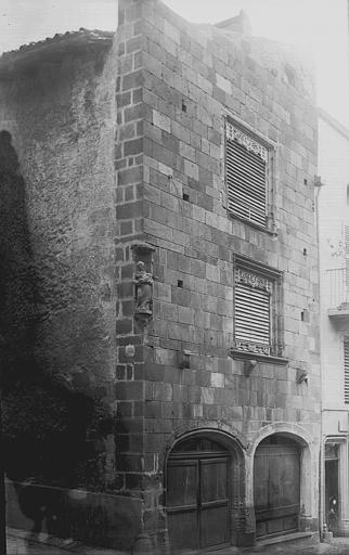 Maison du Notaire, dite aussi maison Desplats ou maison du Lys ou hôtel de Lignat , Enlart, Camille (historien),