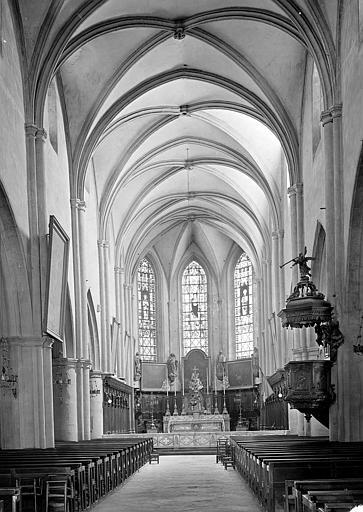 Eglise Saint-Hippolyte Vue intérieure de la nef vers le choeur, Gossin (photographe),