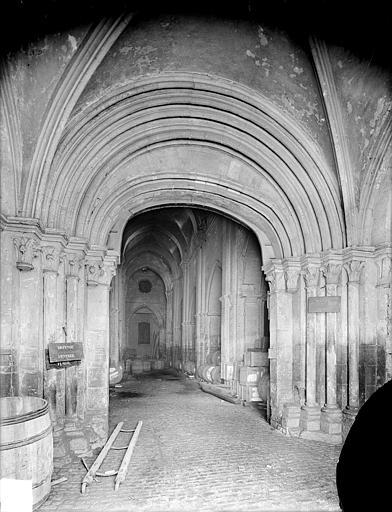 Eglise Saint-Philibert (ancienne) Portail de la façade ouest, Heuzé, Henri (photographe),