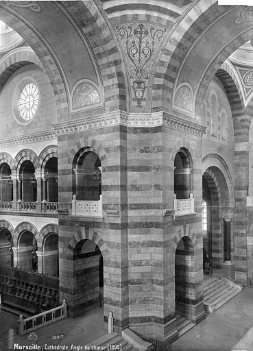 Cathédrale Sainte-Marie-Majeure Vue intérieure à la croisée du transept, Mieusement, Médéric (photographe),