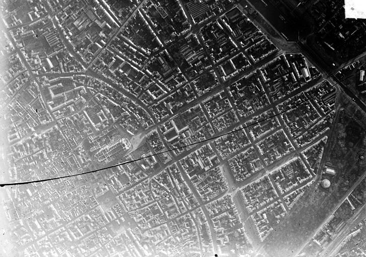 Cathédrale Notre-Dame Vue aérienne du quartier de la cathédrale : Vue verticale, Hermier ; Goubeau (photographe),