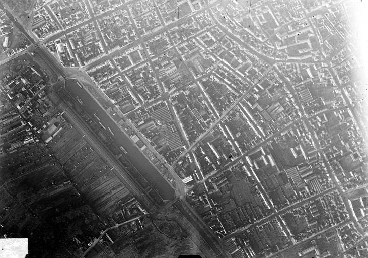 Port Vue aérienne du quartier du port, Hermier ; Goubeau (photographe),