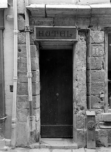 Maison dite de Nicolas Flamel Façade sur rue : Porte, à gauche, Durand, Jean-Eugène (photographe),