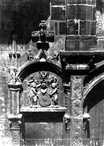 Palais Ducal (ancien) Portail d'entrée : tympan de la petite porte de gauche, Le Secq, Henri (photographe),