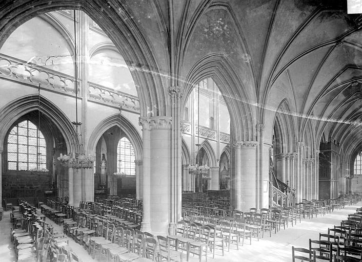 Eglise Saint-Pierre Vue intérieure du bas-côté nord et de la nef, vers le sud-ouest, Heuzé, Henri (photographe),