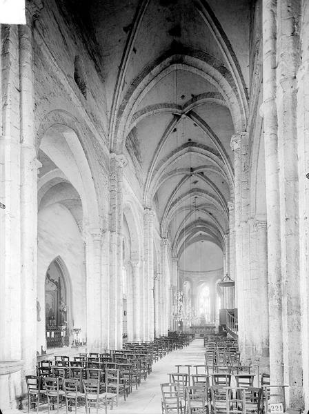 Eglise Nef, vue depuis l'entrée, Heuzé, Henri (photographe),