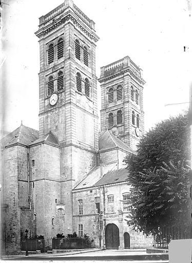 Cathédrale Notre-Dame-de-l'Assomption Angle nord-ouest : Tours clochers vues en contre-plongée, Vercollier (abbé),