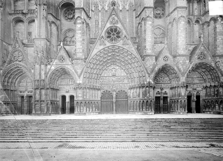 Cathédrale Saint-Etienne Façade ouest : les cinq portails, Doucet ; Baudet (photographe),