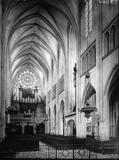 Eglise Saint-Martin Nef vue du choeur, Enlart, Camille (historien),