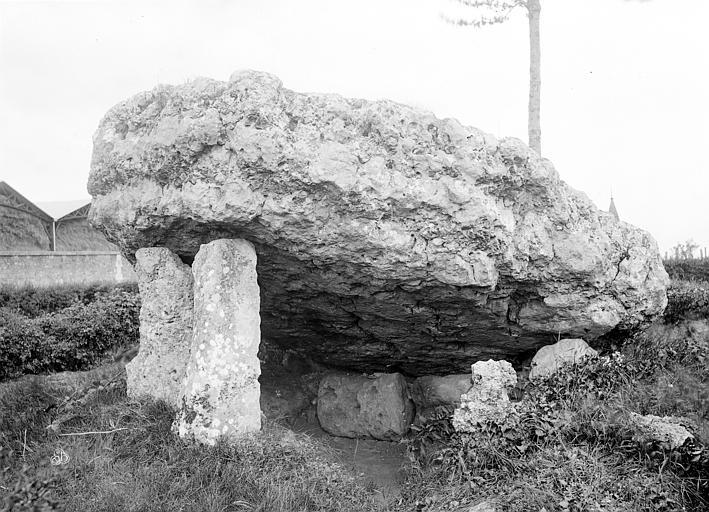 Dolmen dit La Pierre-Levée Vue d'ensemble et vue intérieure, Mieusement, Médéric (photographe),