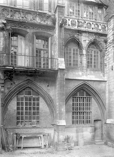 Cathédrale ; Cour d'Albane Ancien cloître : deux travées, Durand, Jean-Eugène (photographe),