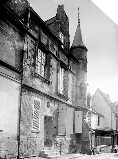 Hôtel de ville Vue latérale, Enlart, Camille (historien),