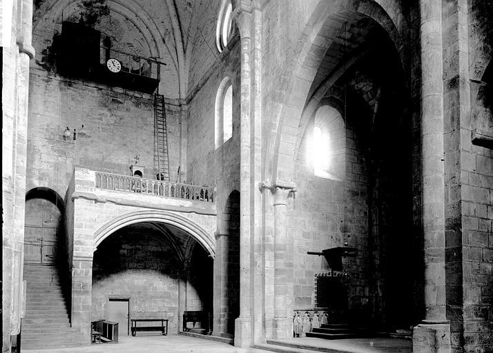 Abbaye de Fontfroide Détail intérieur: escalier et tribune, Enlart, Camille (historien),