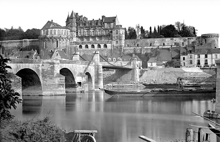Château Vue générale prise du nord avec la Loire et le pont, Mieusement, Médéric (photographe),