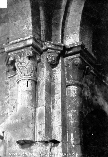 Eglise Saint-Genest (ancienne) Chapiteaux, Robert, Paul (photographe),