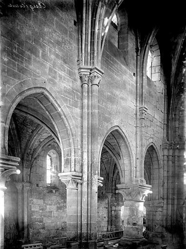 Eglise Nef: travées, Enlart, Camille (historien),