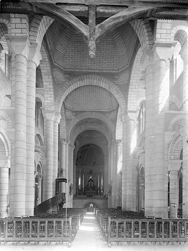 Eglise Saint-Hilaire-le-Grand Vue intérieure de la nef vers le choeur, Gossin (photographe),