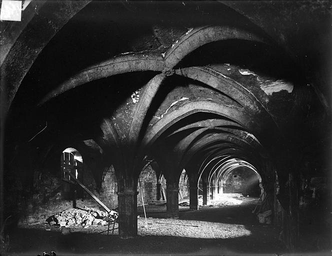 Abbaye de Clairvaux (ancienne) Cellier, bâtiment principal : vue intérieure des caves, Heuzé, Henri (photographe),
