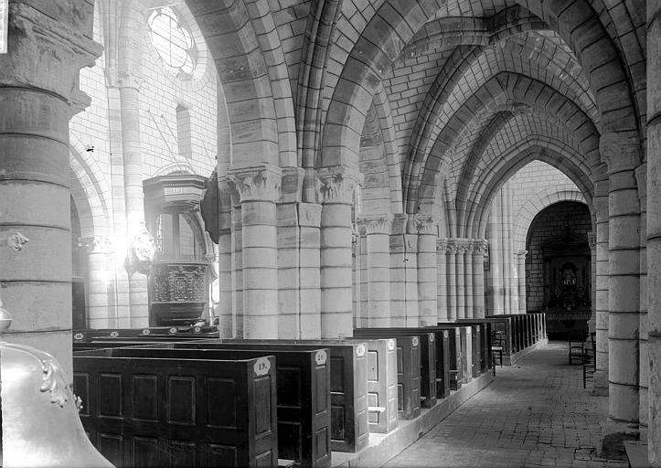 Eglise Bas-côté et nef, Enlart, Camille (historien),