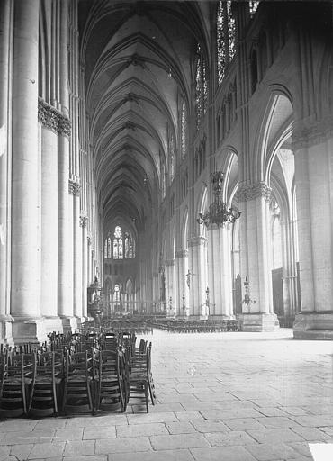 Cathédrale Notre-Dame Nef, vue de l'entrée, Lajoie, Abel,