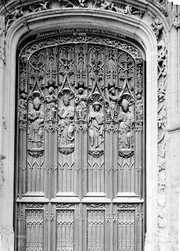 Cathédrale Saint-Pierre Portail du transept nord : détail de la porte en bois sculpté, Mieusement, Médéric (photographe),