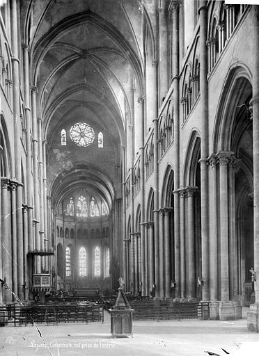 Cathédrale Saint-Jean Vue intérieure de la nef, vers le choeur, Mieusement, Médéric (photographe),