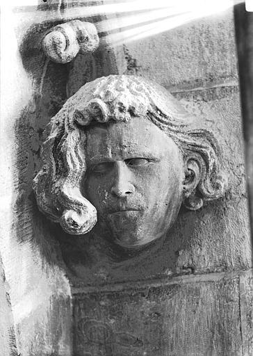 Cathédrale Notre-Dame Tête d'amortissement, chevelure bouclée, Lajoie, Abel,