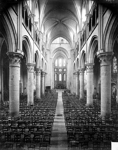 Eglise Notre-Dame Vue intérieure de la nef vers le choeur, Delaunay (photographe),