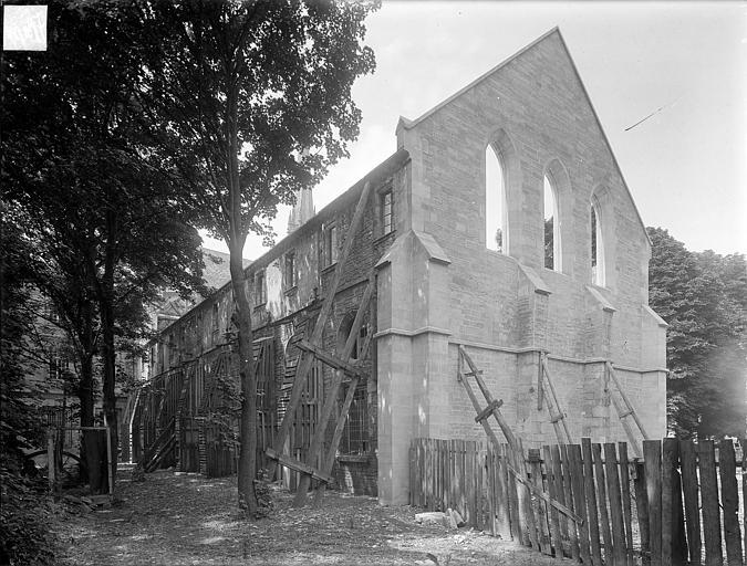 Abbaye Saint-Bénigne (ancienne) ; Musée archéologique Dortoir des moines bénédictins : ensemble nord-est, Heuzé, Henri (photographe),