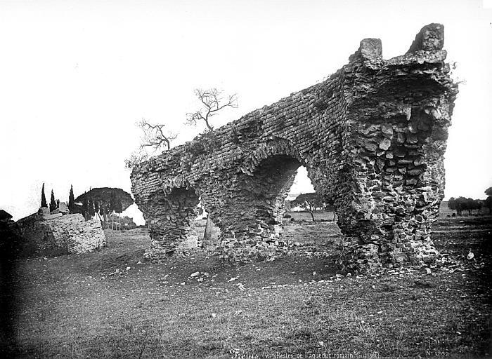 Aqueduc antique Arches, Mieusement, Médéric (photographe),