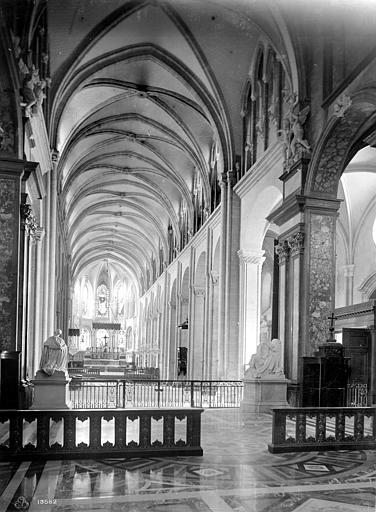 Cathédrale Saint-Jean et Saint-Etienne Vue intérieure de la nef, vers le choeur, Mieusement, Médéric (photographe),