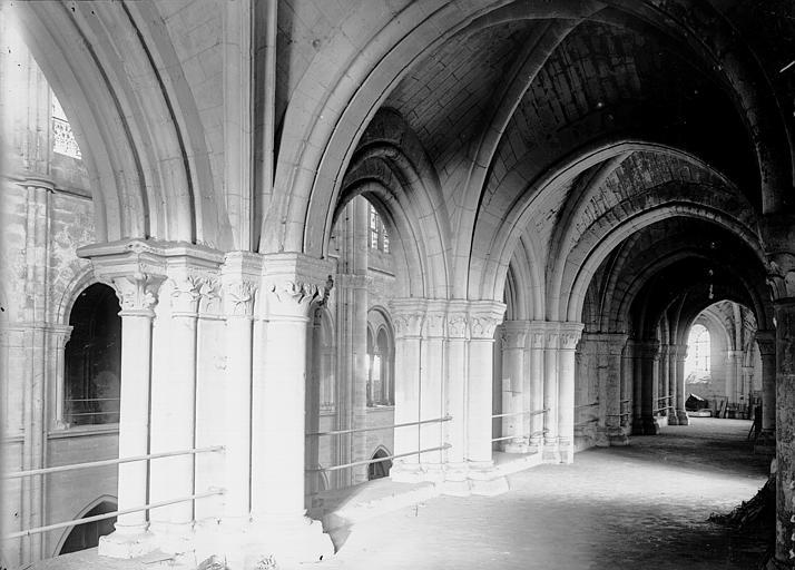 Cathédrale Notre-Dame Tribune: intérieur, Enlart, Camille (historien),