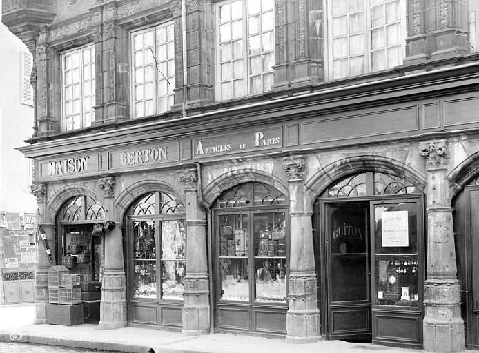 Maison des Consuls Façade sur rue, côté nord : Rez-de-chaussée, Durand, Jean-Eugène (photographe),