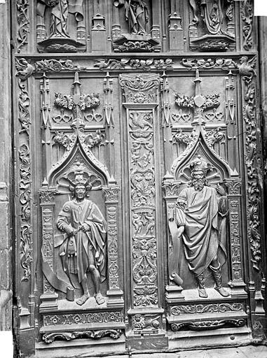 Cathédrale Saint-Sauveur Portail central de la façade ouest : Porte en bois sculpté (panneau inférieur de gauche), Mieusement, Médéric (photographe),