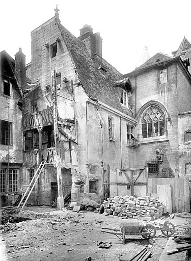 Hôtel Chambellan (ancien) dit aussi hôtel des Ambassadeurs d'Angleterre Vue d'ensemble sur cour, Mieusement, Médéric (photographe),