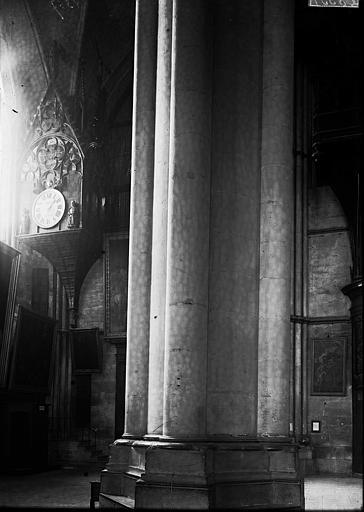 Cathédrale Notre-Dame Horloge et colonne, Enlart, Camille (historien),