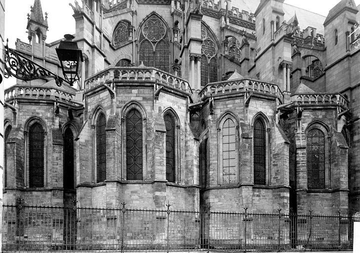 Cathédrale Saint-Pierre et Saint-Paul Abside: Chapelles, Enlart, Camille (historien),