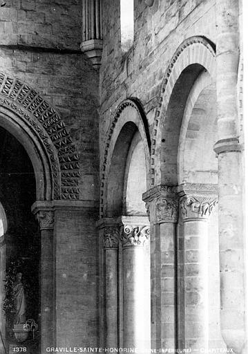 Abbaye de Graville-Sainte-Honorine (ancienne) Eglise : Chapiteaux des arcades (ensemble), Mieusement, Médéric (photographe),