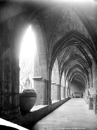 Cathédrale Saint-Nazaire (ancienne);Cloître Cloître, intérieur d'une galerie servant de dépôt lapidaire, Mieusement, Médéric (photographe),