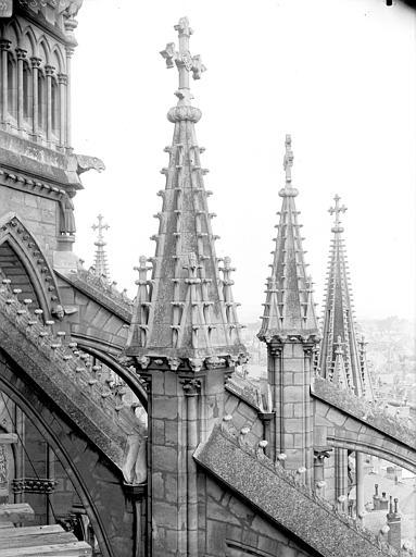 Cathédrale Notre-Dame Pinâcles des arcs-boutants de l'abside, Lajoie, Abel,