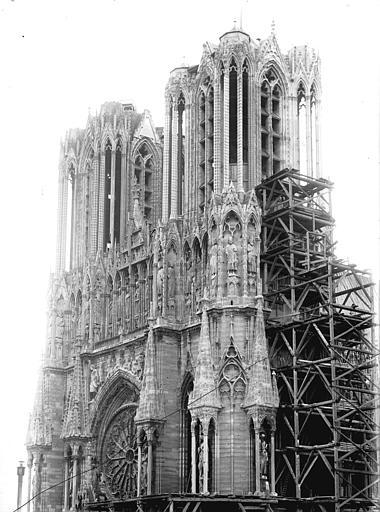 Cathédrale Notre-Dame Tour ouest et tour sud échafaudée, Lajoie, Abel,