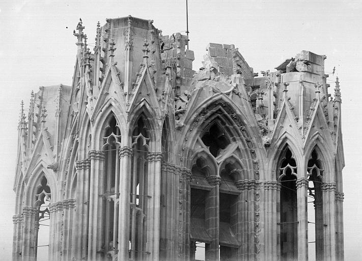 Cathédrale Notre-Dame Tour nord, angle sud-est : Couronnement, Sainsaulieu, Max (photographe),