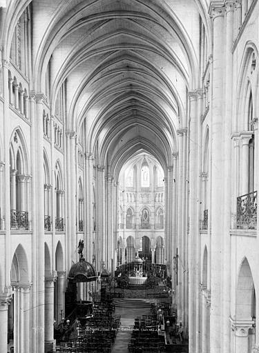 Cathédrale (ancienne) Nef, vue de l'entrée, Durand, Eugène (photographe),